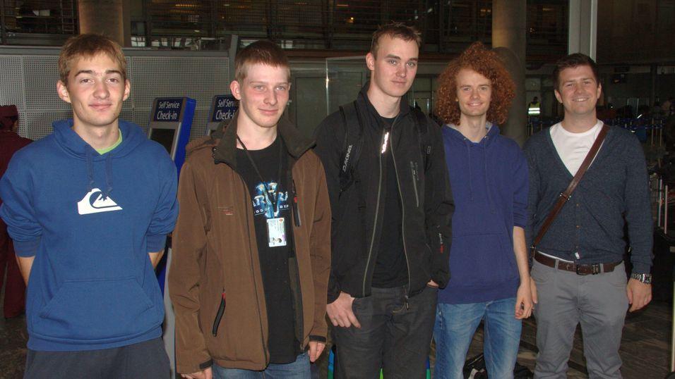 Fjorårets vinnere på vei til den internasjonale finalen i Italia. Fra venstre Nils Barlaug, Håkon Struijk Holmen, Edgar Vedvik, Arne Lyngstad Sund og Markus Dregi, som var med som leder.