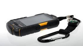 Telefonen leveres med en solid karabinkrok som du kan bruke hvis du vil feste mobilen i beltet.