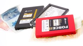 SSD-er er små og kjappe, men koster fortsatt langt mer enn harddisken.
