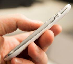 Galaxy S III Mini er god å holde i, og en hendigere størrelse enn mange av de store kraftpluggene som regjerer mobilmarkedet i dag.