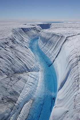 SMELTENDE IS: Dersom all isen på Grønland skulle smelte bort, ville det fått enorme konsekvenser for livet på jorden.