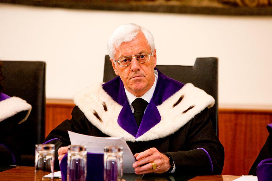 Gerhard Holzinger i forfatningsdomstolen i Wien