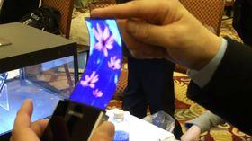 Samsung jobber med en skjerm som kan bøyes. Det åpner for spennende muligheter.