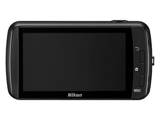 Nikon Coolpix S800c har stor og god touchskjerm for å kjøre Android-operativsystemet.