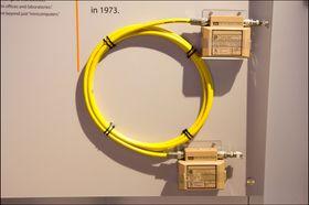 En prototype på en nettverkskabel, fra 1983.