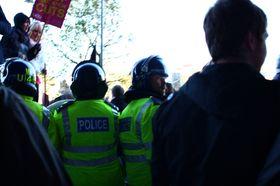 Å havne på feil side av en politisperring når sinte studenter knuser Millbank Tower anbefales ikke.