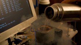 Noen ganger er selv flytende nitrogen for varmt.