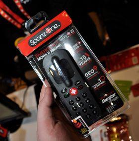 SpareOne+ er nødtelefonen som varer i 15 år med ett AA-batteri. Nå kan den også finne ut hvor du er.