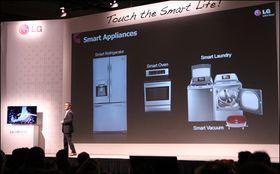 Alt skal være smart, og alt skal være koblet sammen. Det gjelder også kjøleskapet, vaskemaskin og støvsugeren din.