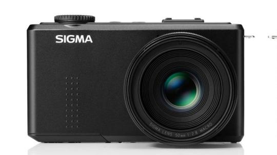 Sigma DP3 Merrill er utstyrt med et 50mm f/2.8 objektiv.