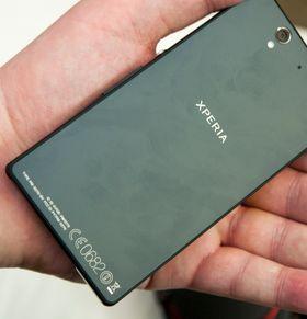 Baksiden på Sony Xperia Z er dekket i herdet glass.