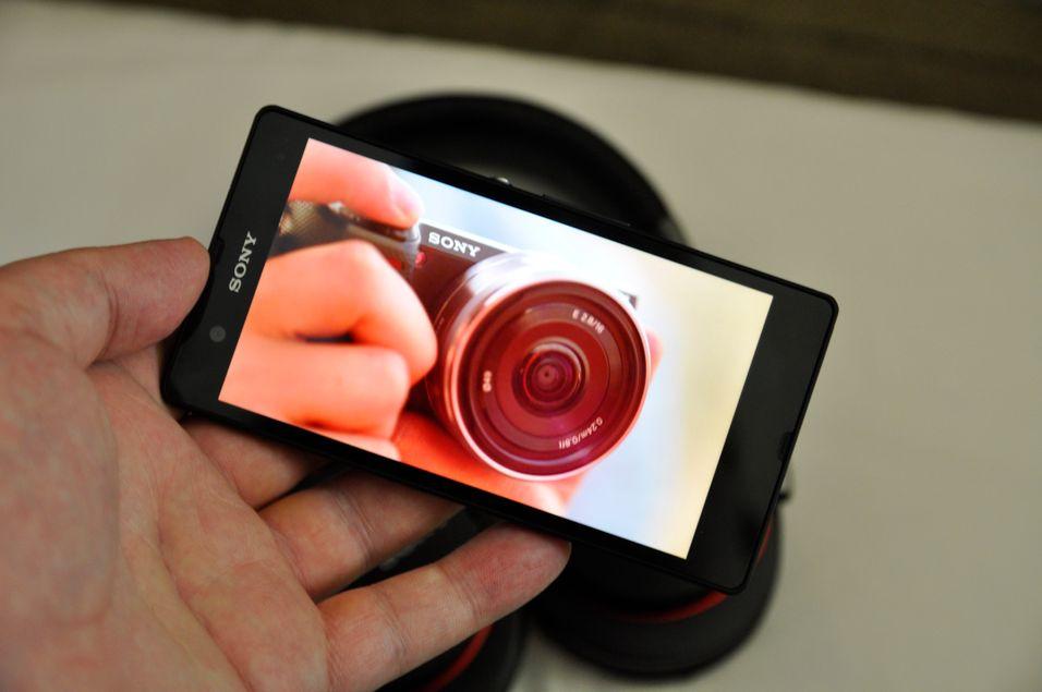 SNIKTITT: Denne Sony-mobilen er den heftigste vi har sett