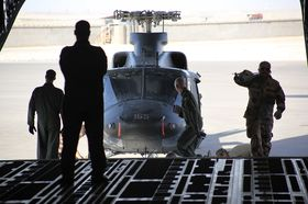NATO-OPPDRAG: Disse bildene er fra Mazar-e Sharif i Afghanistan da NATOs C-17 fløy det første oppdraget for Norge.