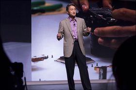 Kazuo Hirai så svært fornøyd ut på scenen mens han fortalte om selskapet sitt.