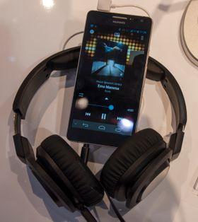 Flere tidligere Huawei-telefoner har hatt middelmådig lydkvalitet. Lydkvaliteten stod i fokus på Huaweis stand i dag, og Ascend D2 virker, med første ørekast, å gjøre en strålende jobb på den fronten.
