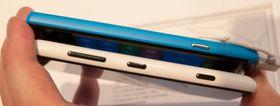 Huaweis telefon er imidlertid noen millimeter smalere, bittelitt lavere og noe tynnere enn Nokias telefon. Alt i alt føles den mer hendig enn det finske alternativet.
