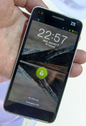 Menyene for øvrig er nye, men låseskjermen har sett lik ut på flere ZTE-telefoner.