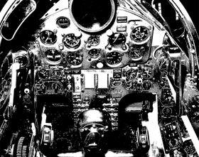 DETALJERT: Brukerhåndboka av U-2 inneholder detaljerte bilder fra flyets cockpit.