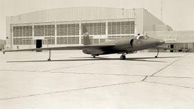 DEKKHISTORIE: Fire dager etter at Powers forsvant over Sovjetunionen gav NASA ut en detaljert pressemelding om at et fly hadde forsvunnet nord for Tyrkia.[3] I pressemeldingen ble det spekulert om piloten hadde fått problemer med oksygentilførselen og besvimt mens autopiloten var påslått. For å sannsynliggjøre historien ble dette U–2-flyet malt om i NASAs farver, og vist frem for media.