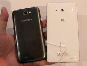 """Jepp - den lille telefonen ved siden av er """"kjempen"""" Galaxy Note II."""