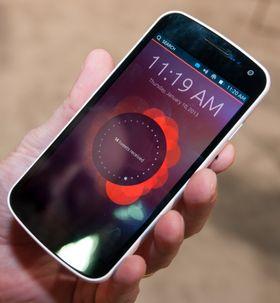 Canonical selv sier at Ubuntu ikke har en låseskjerm. Dette er imidlertid det som har mest til felles med den tradisjonelle låseskjermen. Her får du informasjon om tapte anrop, meldinger og hva som har skjedd på sosiale nettverk.