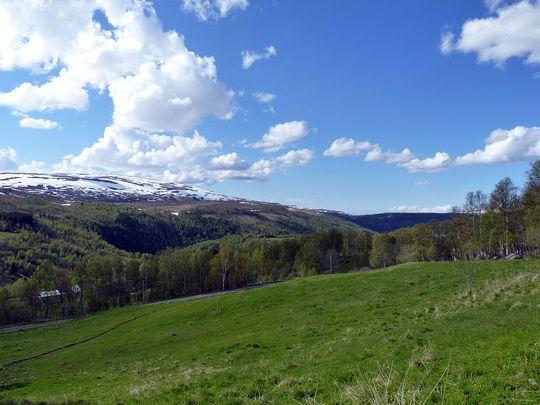MYSTISK IDYLL: Gjennom denne dalen tolv mil sør for Trondheim farer en lysende energi flere ganger i året. Radarmålinger viser at det er mer med fenomenet enn hva øyet kan se.