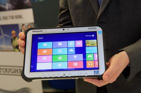 Panasonic Toughpad FZ-G1 har en svært lyssterk skjerm med oppløsning på 1920 x 1200 punkter.