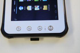 De tre knappene til venstre kan programmeres til å utføre ulike funksjoner.
