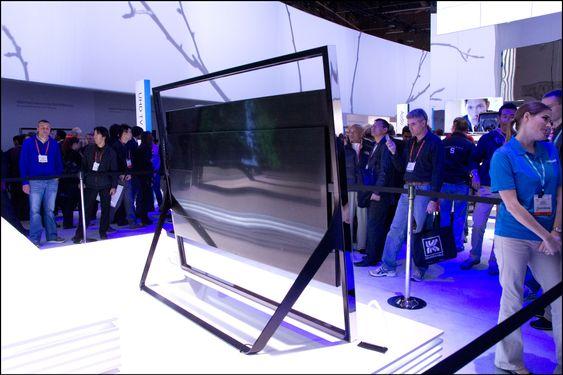Samsung tror vi kommer til å sette TV-er mye mer sentralt i rommene våre de kommende årene, og passer på å gjøre baksidene så enkle og lekre som mulig.