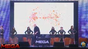 Kim Dotcom lanserte Mega omgitt av dansere i militær-aktige uniformer.