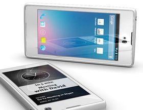 YotaPhone har også skjerm på begge sider, men den kan ikke brettes utt.