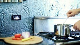 Et magnetfeste på kjøkkenet kan være praktisk.