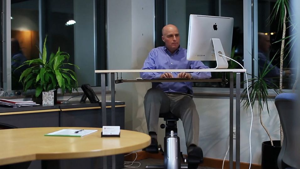 Med Active Desk kan du sykle i et behagelig tempo mens du er på jobb. Også kjent som to fluer i én smekk.
