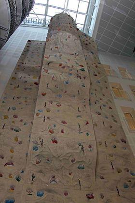 Studentene kan kople av i Norges største klatrevegg, eller på egen studentkro.