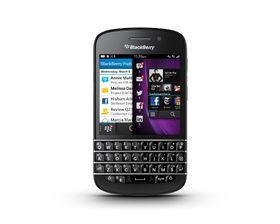 Q10 likner mer på de BlackBerry-telefonene vi har sett før. Her får du en berørigsskjerm med et stort fulltastatur under.