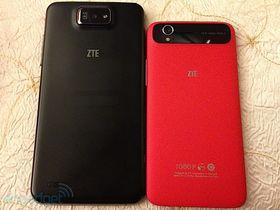 ZTE Grand Memo ved siden av en rød ZTE Grand S.