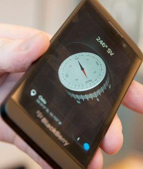 ... der også gyroskopet i telefonen blir brukt. Kompasset snurrer rundt slik at det alltid peker mot taket. Muligens mer tøft enn nyttig, men fortsatt et artig tillegg.