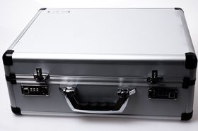 Kofferten til Aus ROG Ares II.