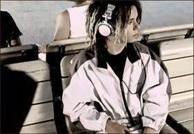 Husker du denne karen? Bruken av en Sony Minidisc-spiller i Boomfunk MCs musikkvideo skapte mye blest om formatet i sin tid.