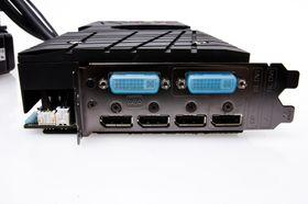 Du har et vell av utganger på Asus ROG Ares II – men ingen HDMI.