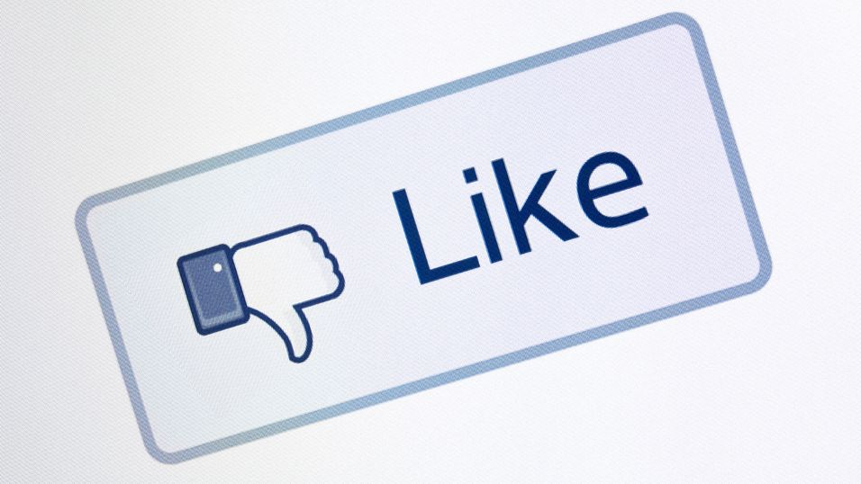 Like-knapper og Facebook Connect dro ned deler av Internett i natt.