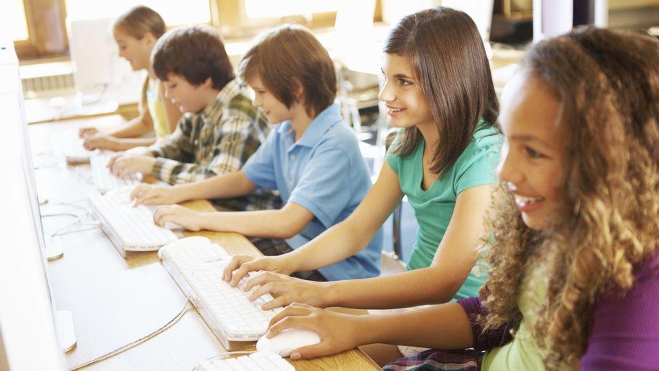 En undersøkelse blant skoleelever i Portugal viser at tilgang til bredbånd ikke har noen positiv effekt på karakterene. Litt mindre dårlig blir det på skoler der elevene ikke får tilgang til nettsteder som Youtube.
