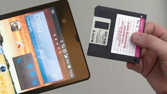 En diskettstasjon og en Sony Xperia Z fikk møte hverandre for noen år siden.
