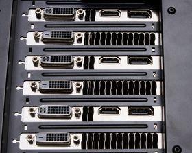 Tre GTX Titan har til sammen nok utganger til å dekke de flestes behov.
