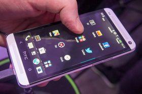 HTC har puttet inn mye luft i app-menyen sin. Den snodige knappen i midten nederst tar deg direkte til BlinkFeed-funksjonen.