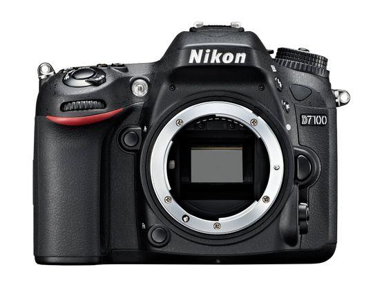 Nikon D7100 forfra.