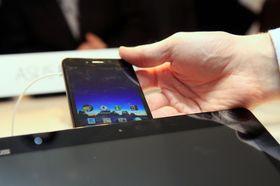 Nettbrett-dokkingen fungerer som større skjerm til telefonen, som er den som inneholder prosessor, lagringsplass og annen grunnleggende funksjonalitet.