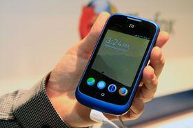 Låseskjermen i Firefox OS gir rask tilgang til ringing, meldinger, kamera og nettleser.