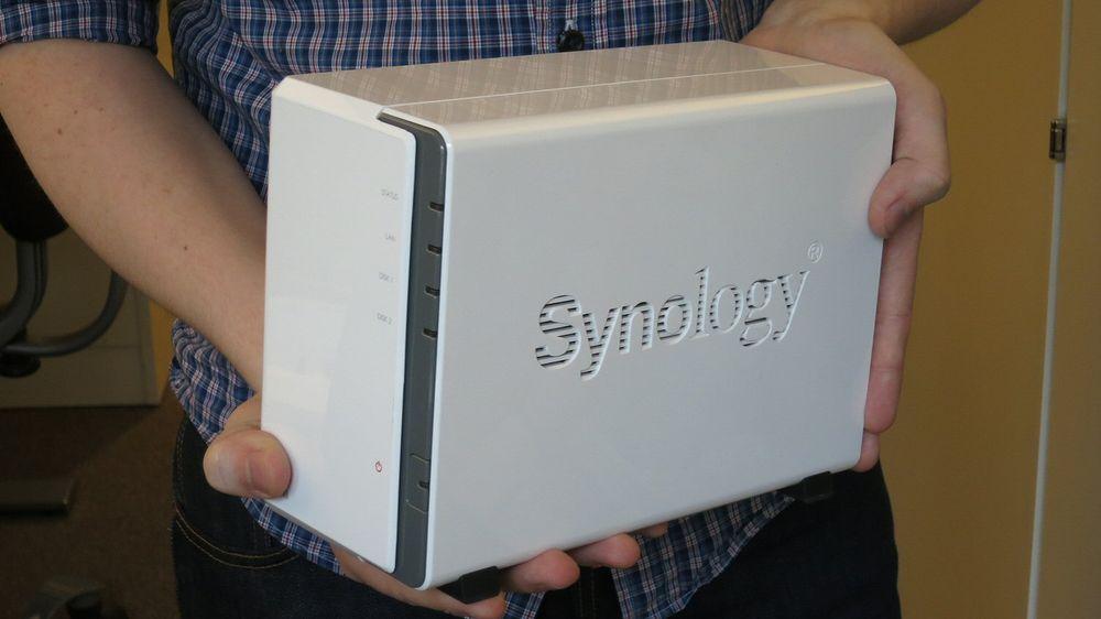 Liten og kjekk: Synology DS212j med plass til to harddisker.