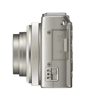 Nikon Coolpix A fra siden, legg merke til fokusvelgeren.